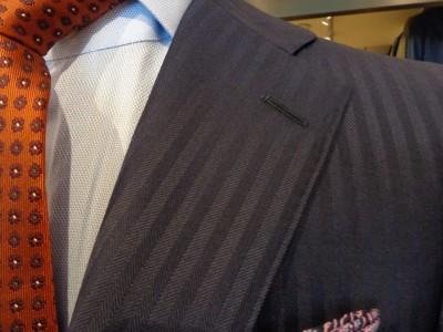 シャドーストライプ生地のスーツ