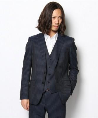 ピンストライプのスーツ