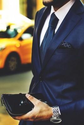 ネイビースーツの威力をグラデーションで魅せる