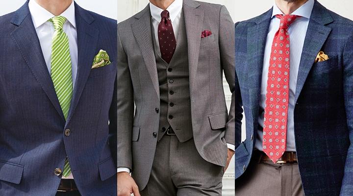 ネクタイの色がアクセントのスーツスタイル