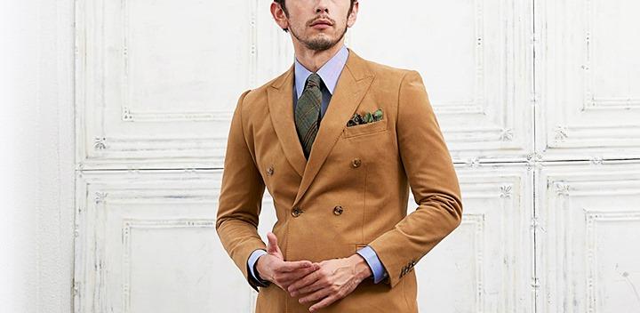 レギュラーカラーシャツと合わせたダブルスーツスタイル
