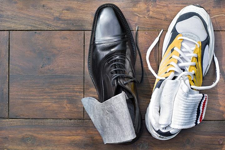 ビジネスシューズとスニーカー 靴下