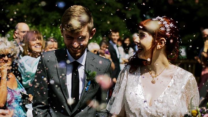 結婚式のグレースーツ:花嫁とのカラーバランスが良い