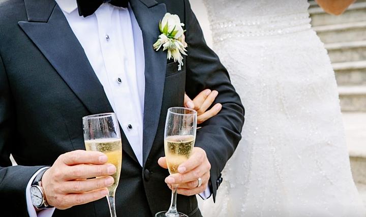 結婚式で着るグレースーツの