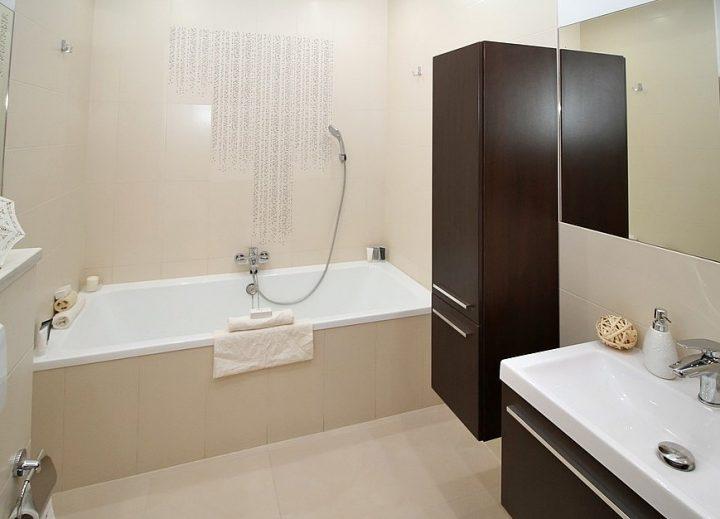 浴室を使用したスーツのシワの取り方