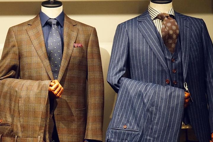 店内にはスーツ着用したトルソーがあります