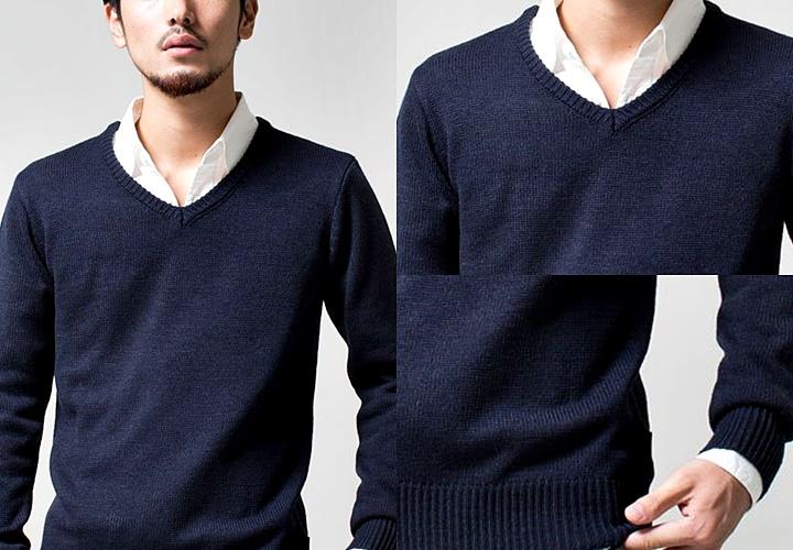 ネイビーのVネックセーター