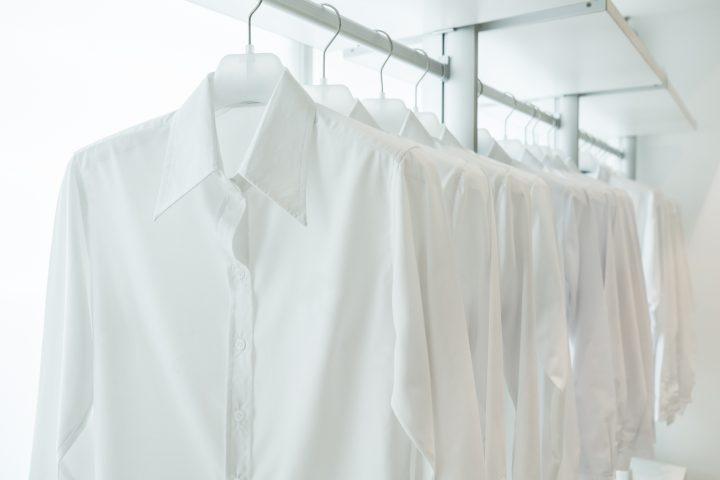 白シャツ一枚のスタイル