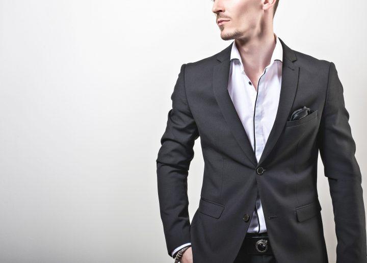 フォーマルなブラックスーツ