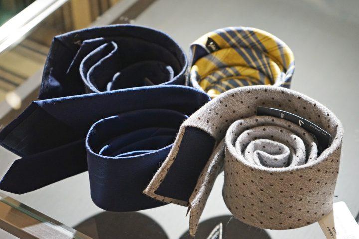 ネクタイ3つの収納方法 【1】丸めて収納