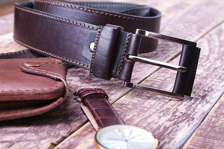 ベルトの素材、大きく分けると「本革」「合皮」