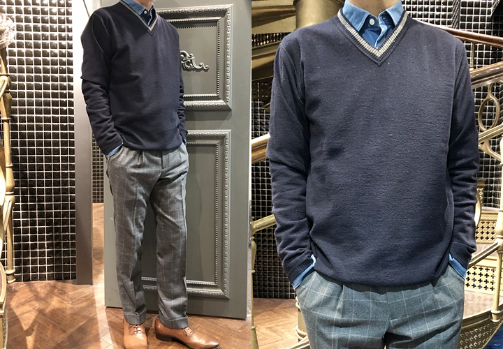 スーツとセーターのコーディネート,グレーチェックスーツ,Vネックセーター